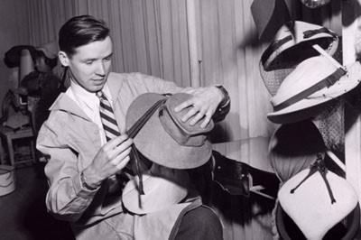 bill making hats