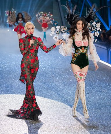 lady-gaga-victoria-secret-fashion-show-2016-1