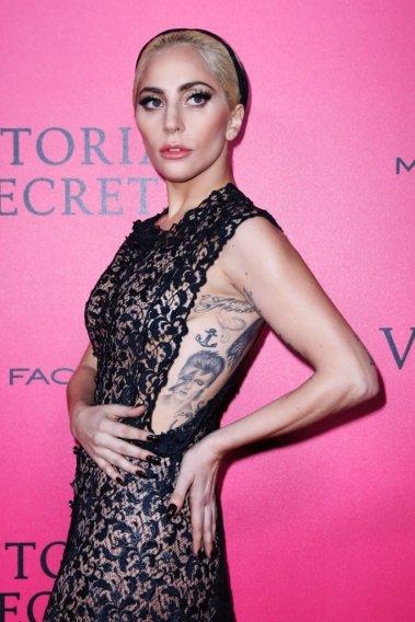 lady-gaga-victoria-secret-fashion-show-2016-2